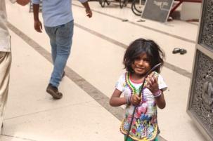 1.1403481600.beggar-girl-outside-the-temple
