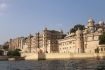 1.1404134744.palace-along-the-lake-udaipur