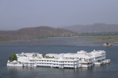 1.1404134744.palace-on-lake-pichola