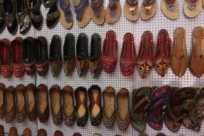 1.1404134744.traditional-rajasthani-shoes