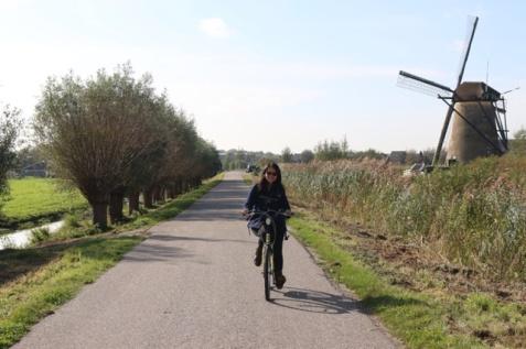 1.1412790104.cycling-around-the-windmills