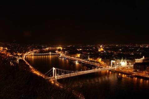 1.1426664983.budapest-at-night