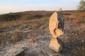 3.1445086067.balancing-rocks