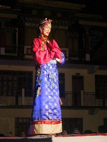 1.1401970773.miss-tibet-2014-traditional-outfit