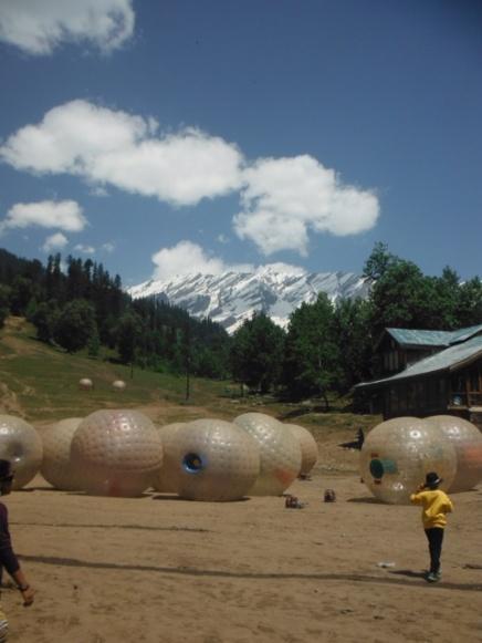 1.1402390422.zorbing-with-himalayan-views
