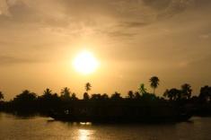 1.1403174258.sunset-along-the-backwaters